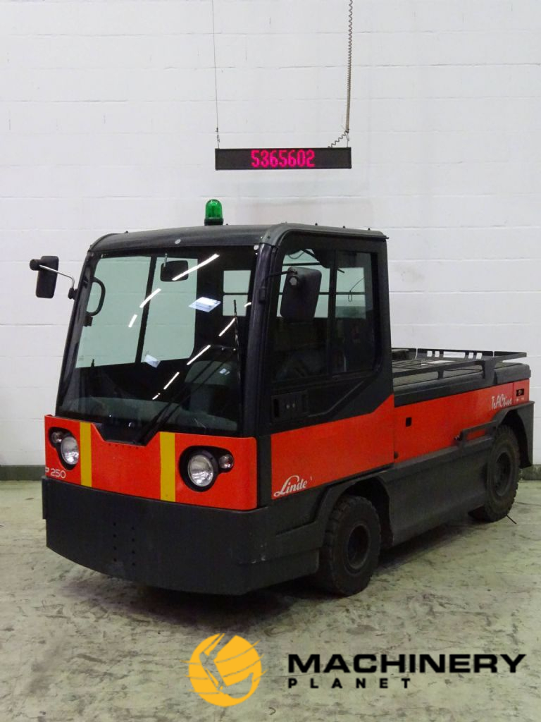 LindeP250 Electric Tow tractor