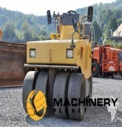 Sakai TS160 roller hire to buy used rubber tyred roller