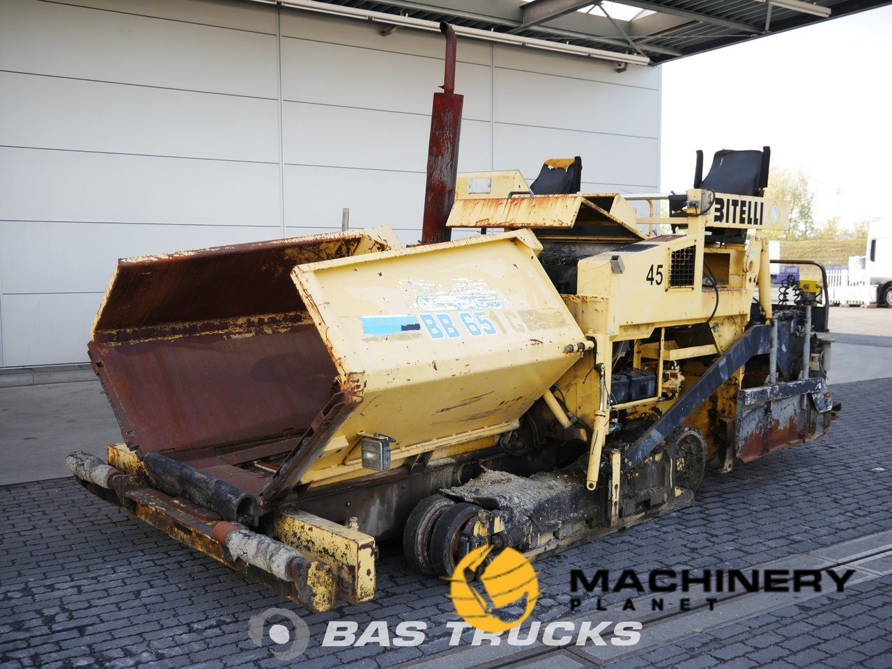 Used-Construction-equipment-Bitelli-BB-651C-2002_142200_1-1554127230559_5ca2197e8892d-1.jpg