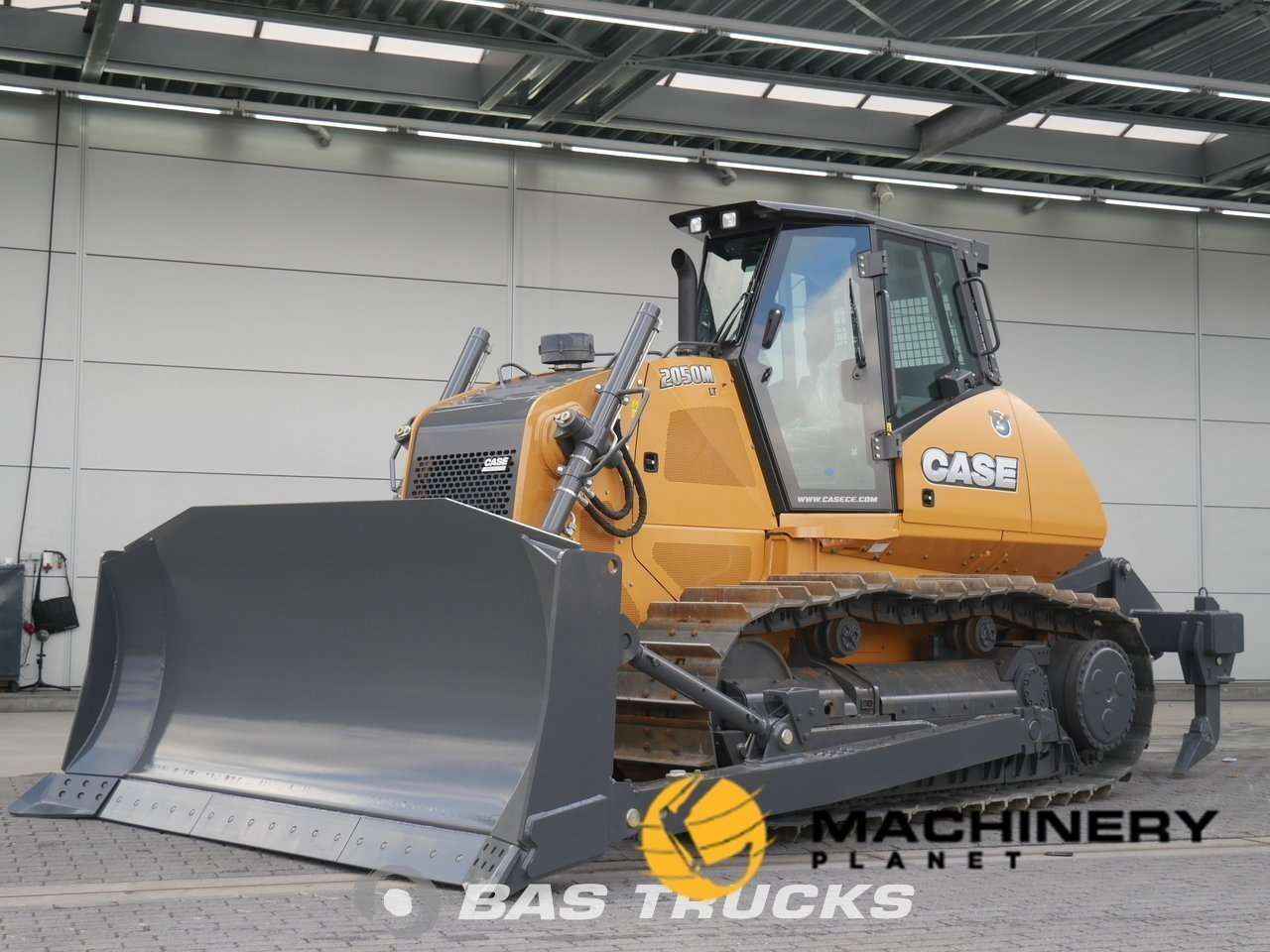 Used-Construction-equipment-Case-2050M-LT-Track-2015_134748_1-1554202444533_5ca33f4c8216a-1.jpg