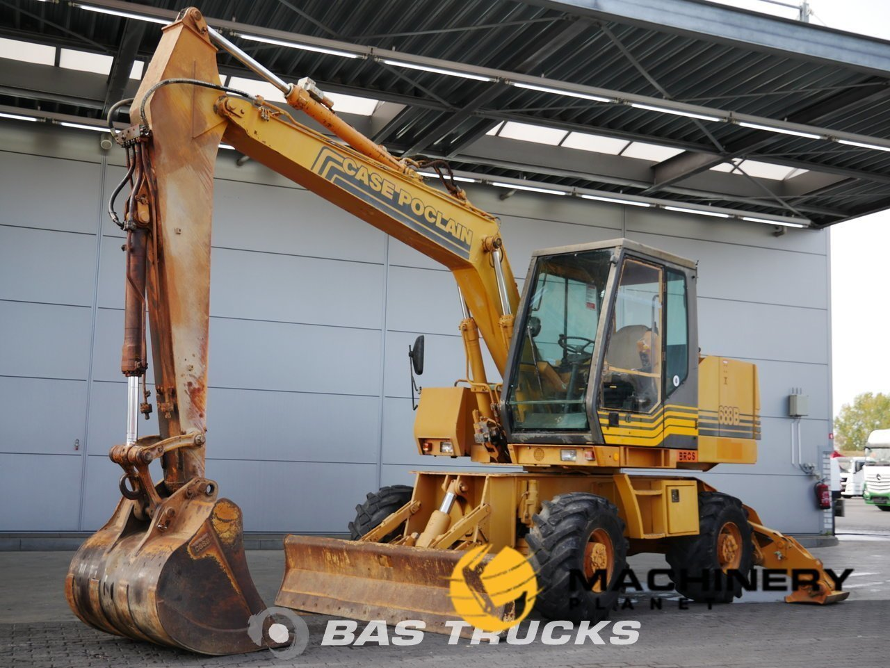 Used-Construction-equipment-Case-688B-1996_141180_1-1554202809576_5ca340b98c821-1.jpg