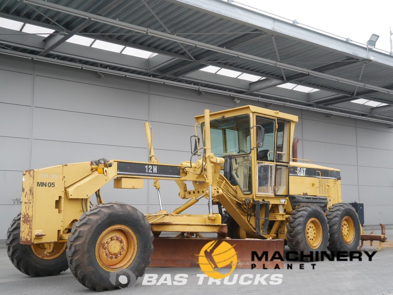 Used-Construction-equipment-Caterpillar-12H-6X4-2006_131970_1-1553948204867_5c9f5e2cd3c19-1.jpg
