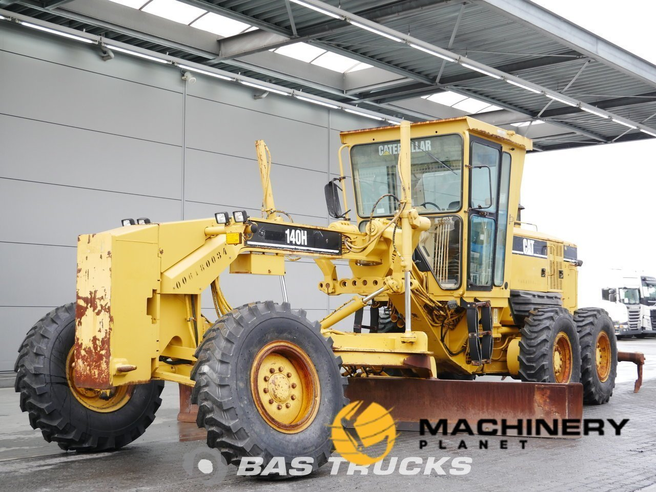 Used-Construction-equipment-Caterpillar-140H-6X4-2005_145027_1-1553947209808_5c9f5a49c53bd-1.jpg