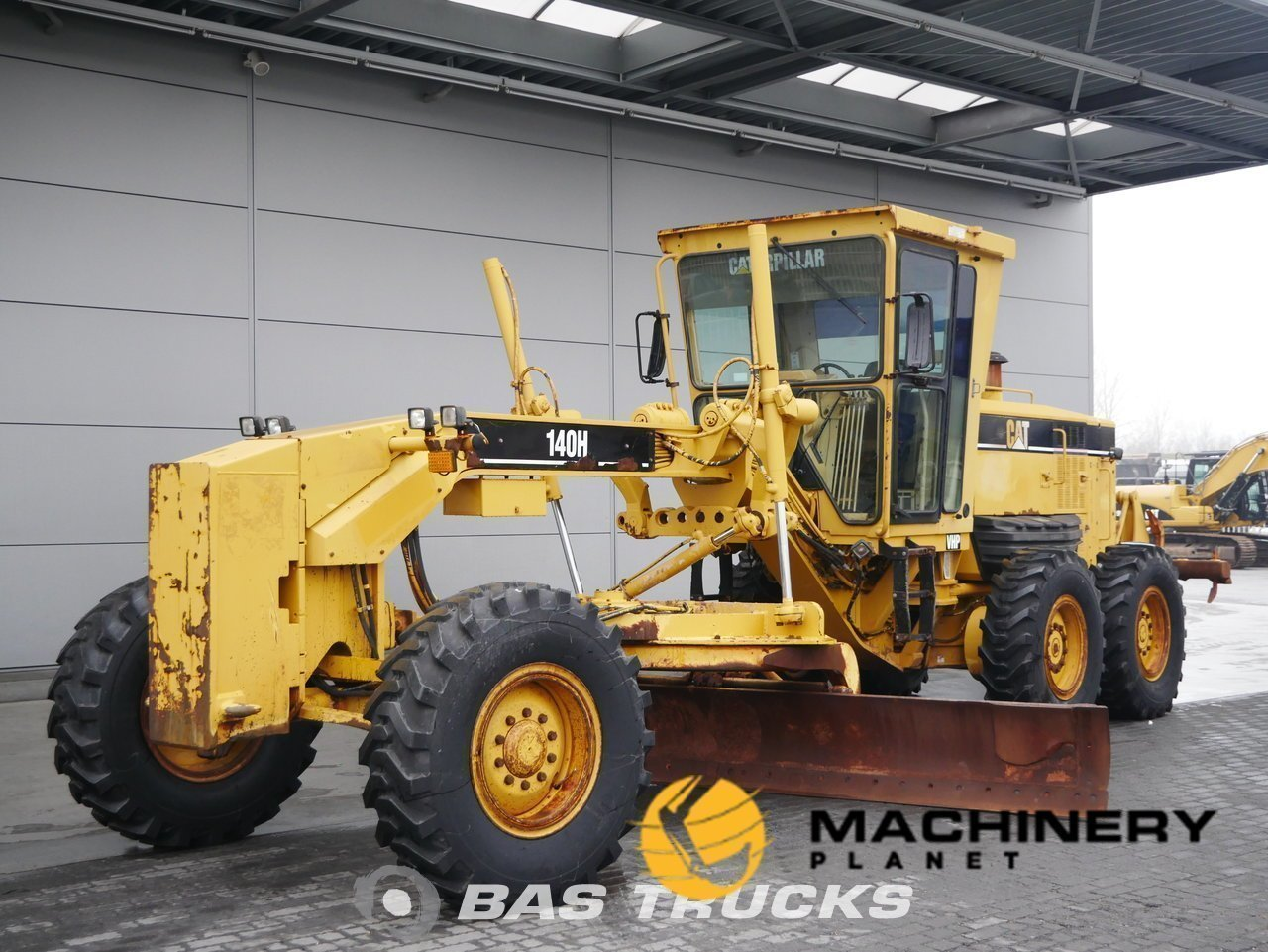 Used-Construction-equipment-Caterpillar-140H-6X4-2007_145029_1-1553938025778_5c9f3669bddab-1.jpg