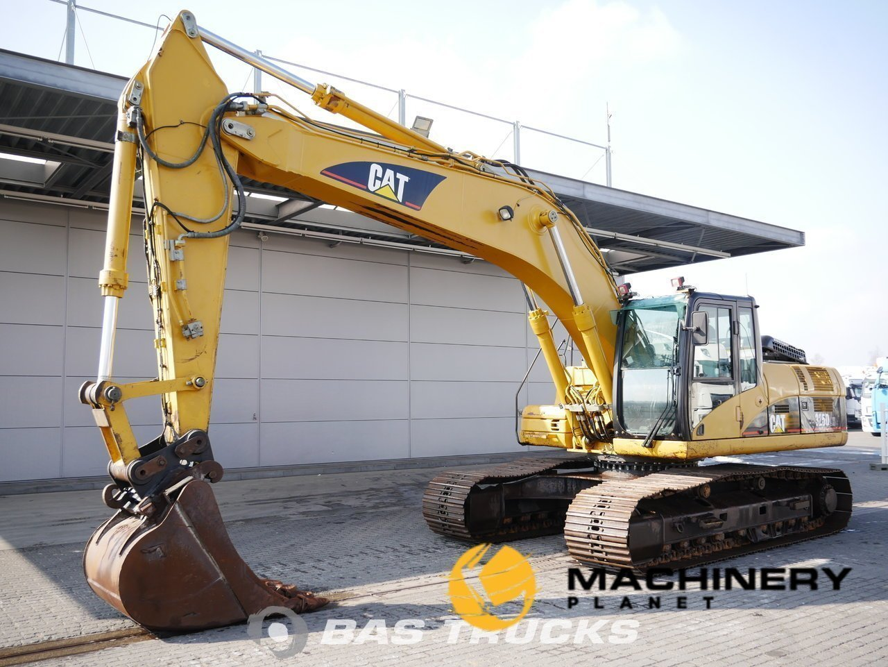 Used-Construction-equipment-Caterpillar-325DLN-Track-2007_148348_1-1554099749008_5ca1ae2501e49-1.jpg