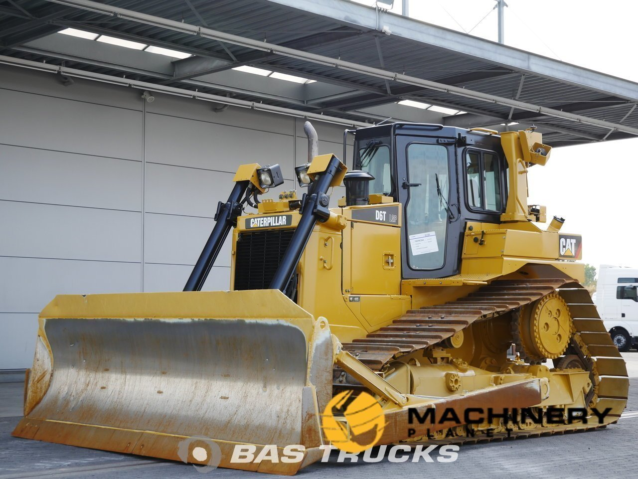 Used-Construction-equipment-Caterpillar-D6T-LGP-Track-2010_139638_1-1554127900015_5ca21c1c03a3e-1.jpg