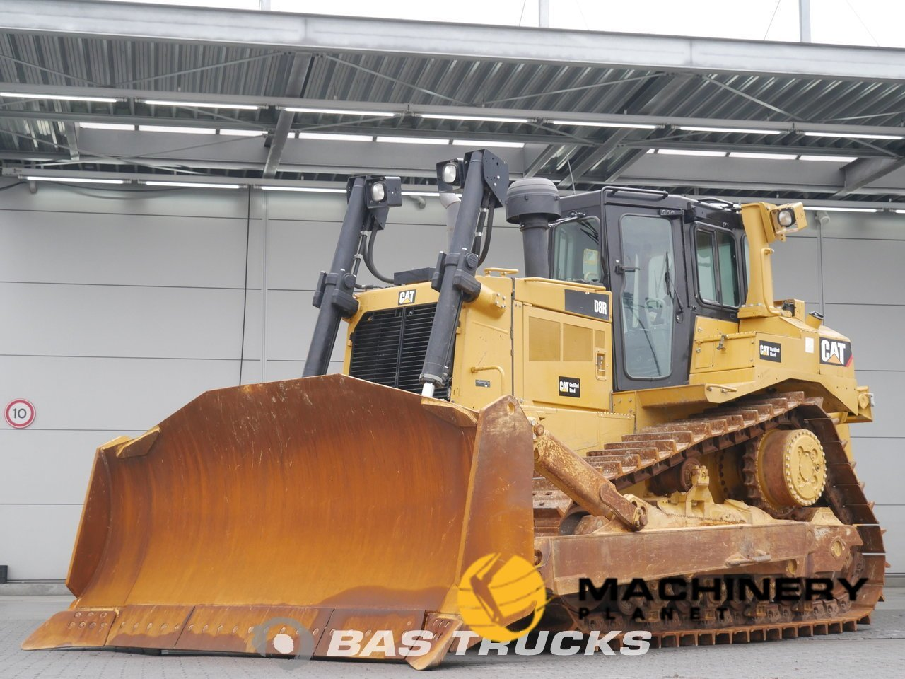 Used-Construction-equipment-Caterpillar-D8R-Track-2014_128121_1-1554203616315_5ca343e04ccca-1.jpg