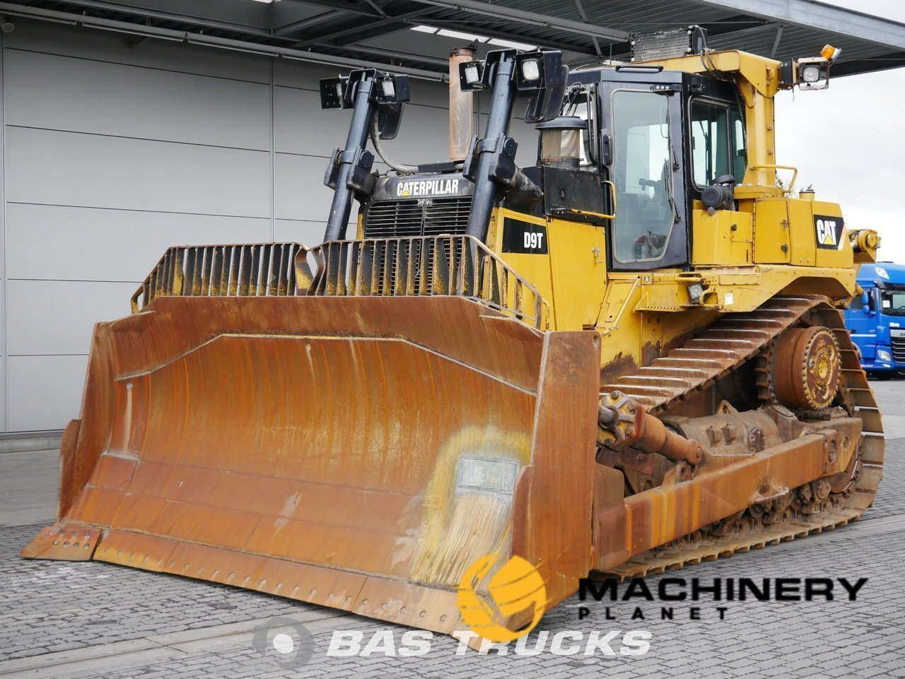 Used-Construction-equipment-Caterpillar-D9T-Track-2010_141148_1-1554199352106_5ca3333819c73-1.jpg