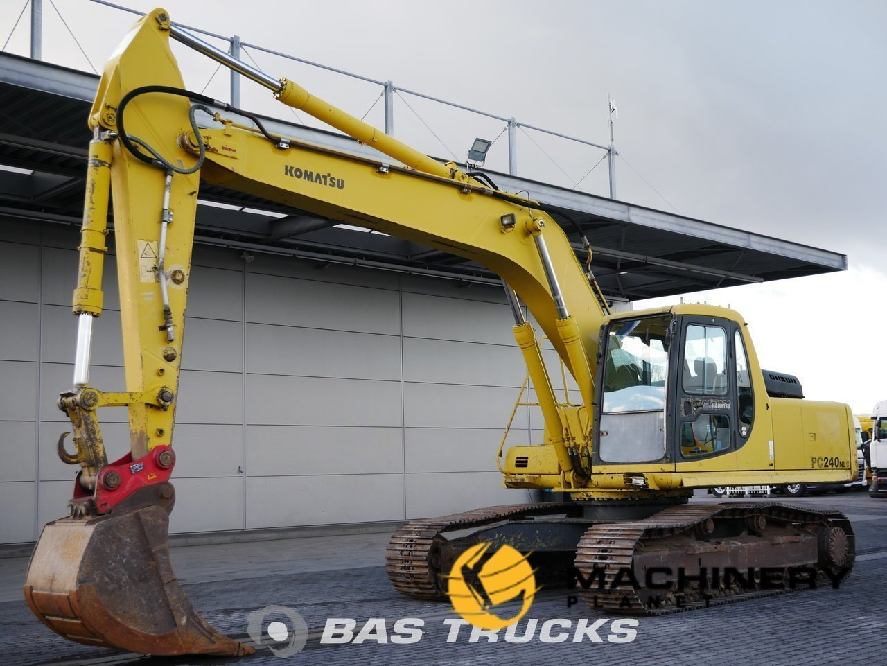 Used-Construction-equipment-Komatsu-PC240NLC-Track-1996_143686_1-1554126036973_5ca214d4eda80-1.jpg