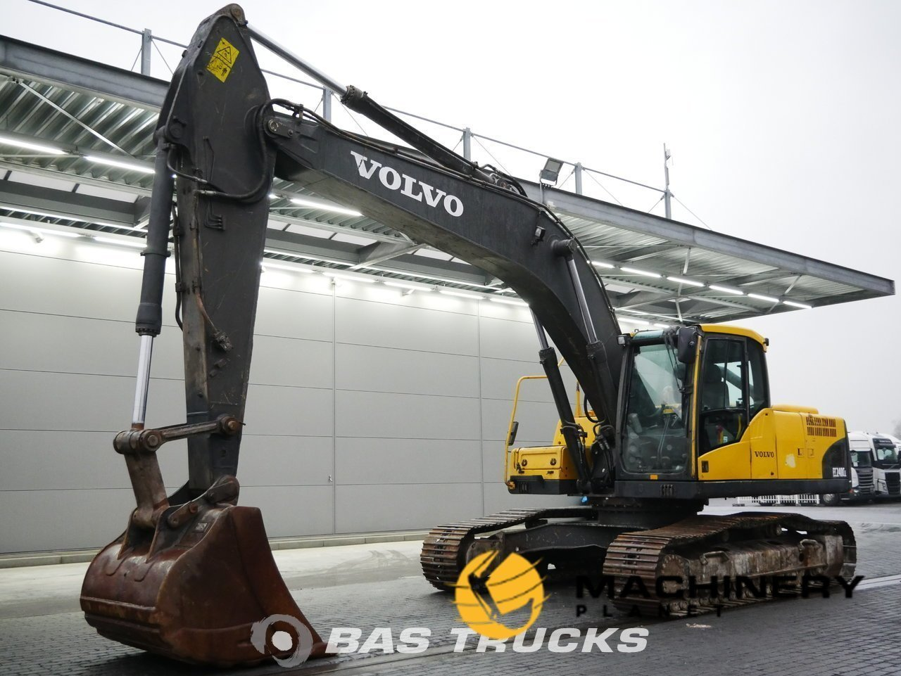 Used-Construction-equipment-Volvo-EC240C-L-Track-2012_145472_1-1554100551627_5ca1b14798f6a-1.jpg