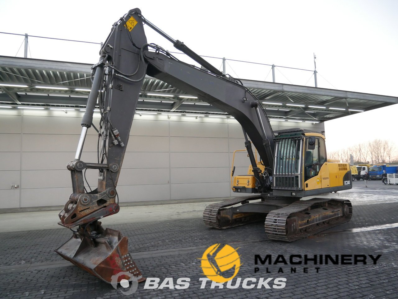 Used-Construction-equipment-Volvo-EC240C-NL-Track-2009_143287_1-1554113370385_5ca1e35a5e064-1.jpg