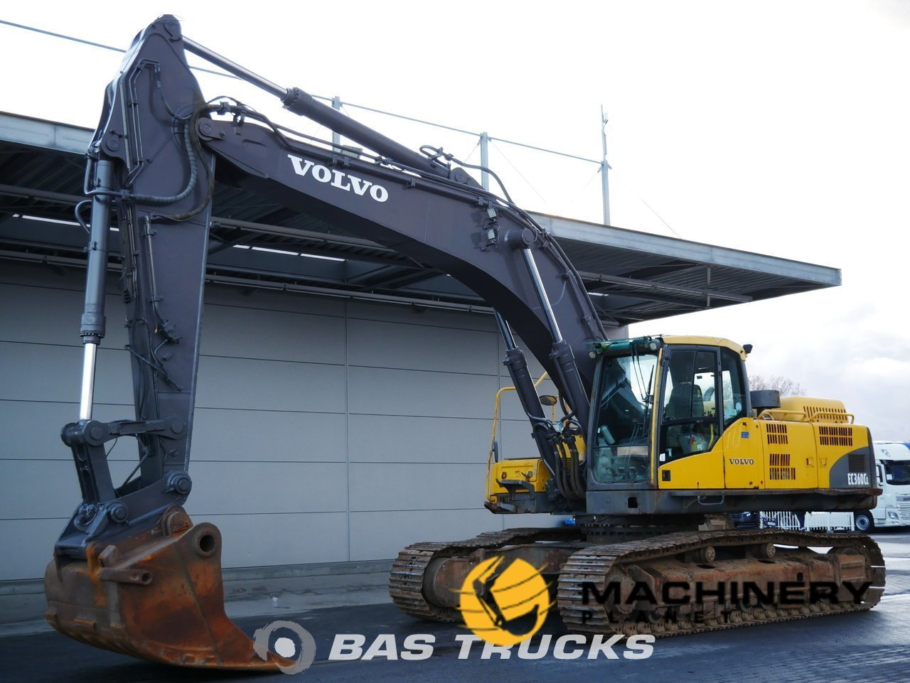 Used-Construction-equipment-Volvo-EC360C-L-Track-2008_147179_1-1554124188428_5ca20d9c6885a-1.jpg