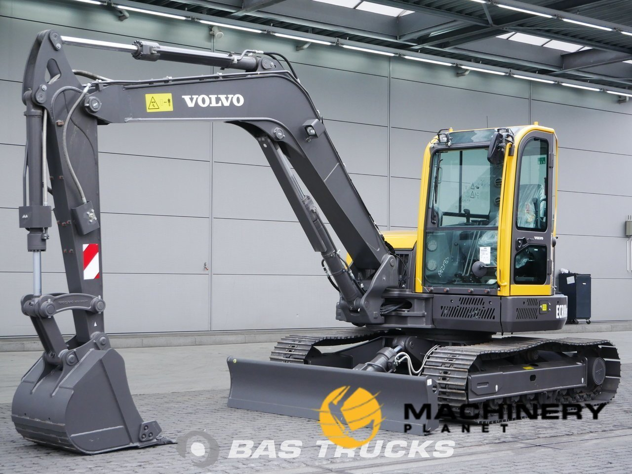 Used-Construction-equipment-Volvo-ECR88-Track-2018_141870_1-1554097413806_5ca1a505c4c66-1.jpg