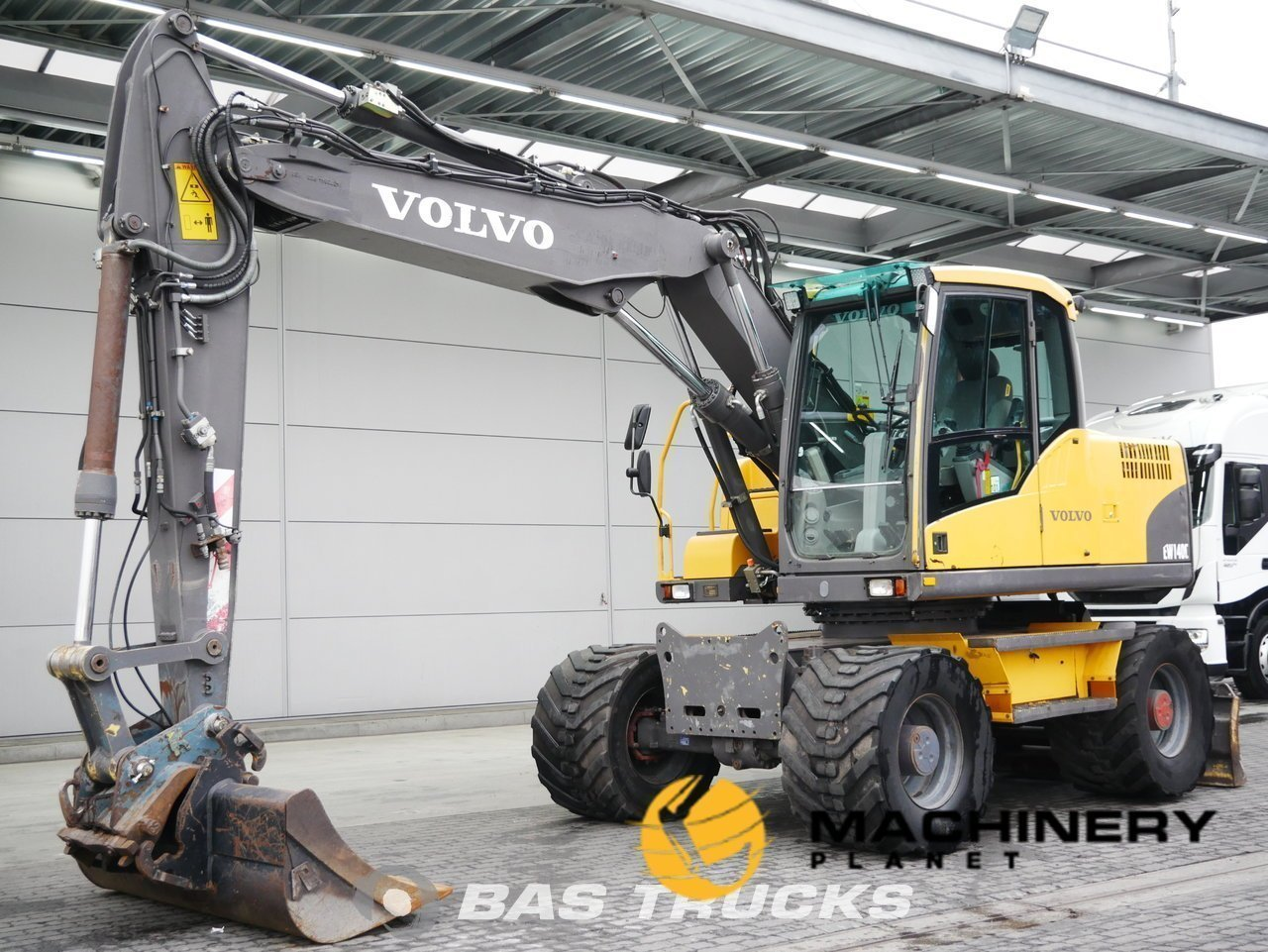 Used-Construction-equipment-Volvo-EW140C-4X4-2007_144533_1-1554203093905_5ca341d5dce33-1.jpg