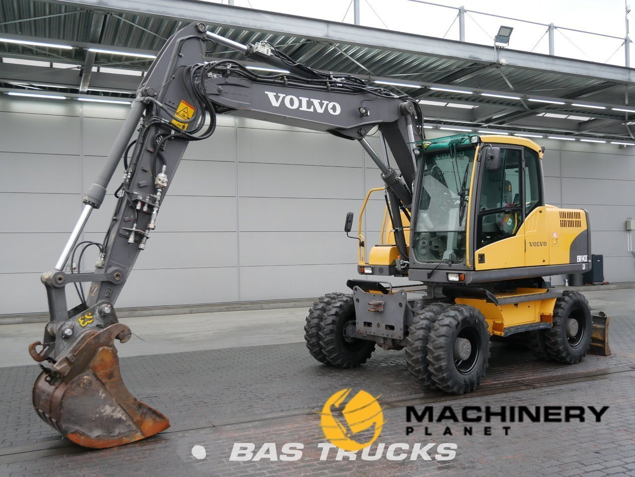 Used-Construction-equipment-Volvo-EW140C-4X4-2010_143069_1-1554124265388_5ca20de95ecb6-1.jpg
