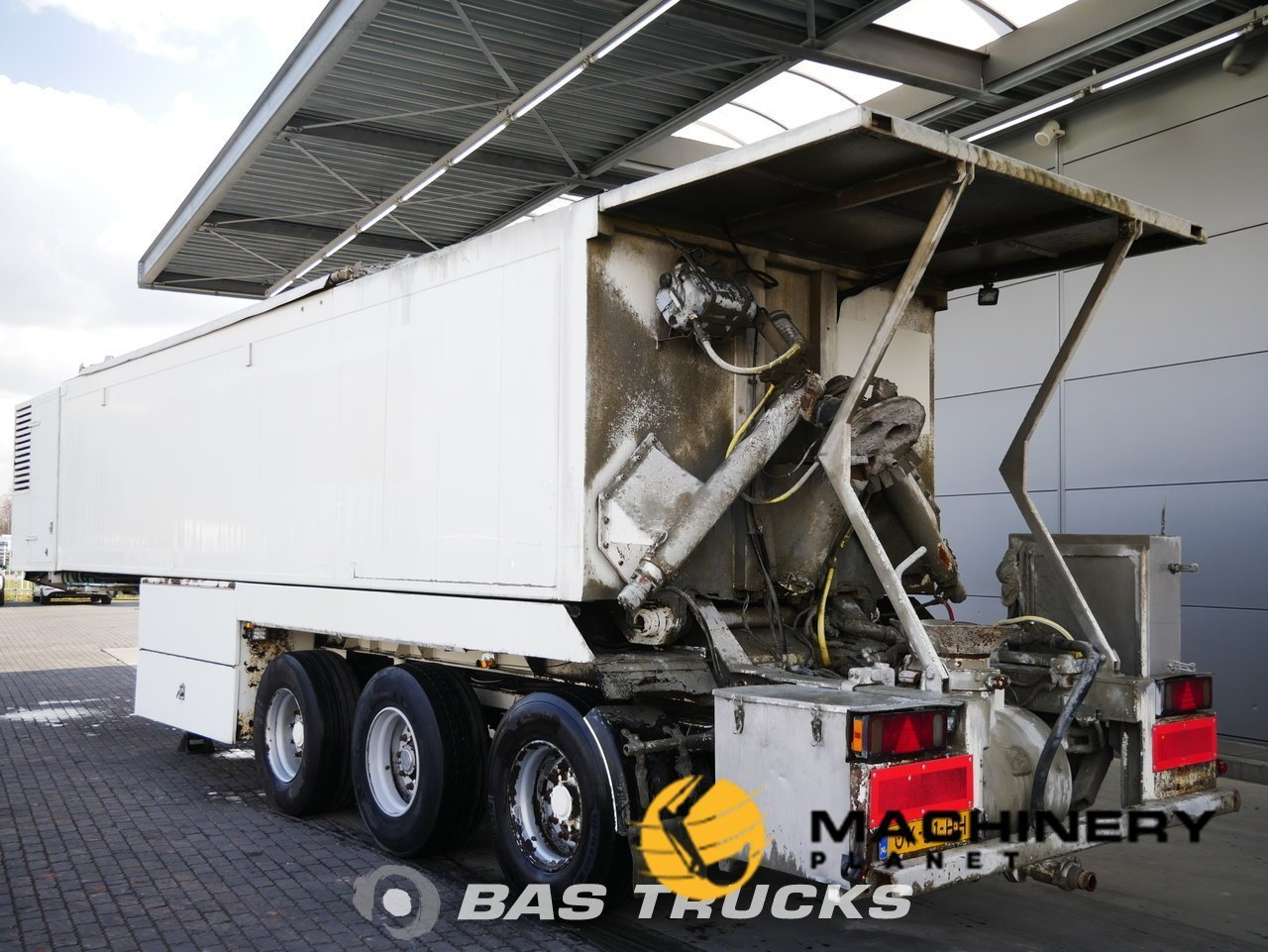 Used-Semi-trailer-EKW-Screedpump--Mortar--Estrich--Concrete--Beton--MC-Machines-Axels-2001_128621_1-1554198901969_5ca33175ec935-1.jpg