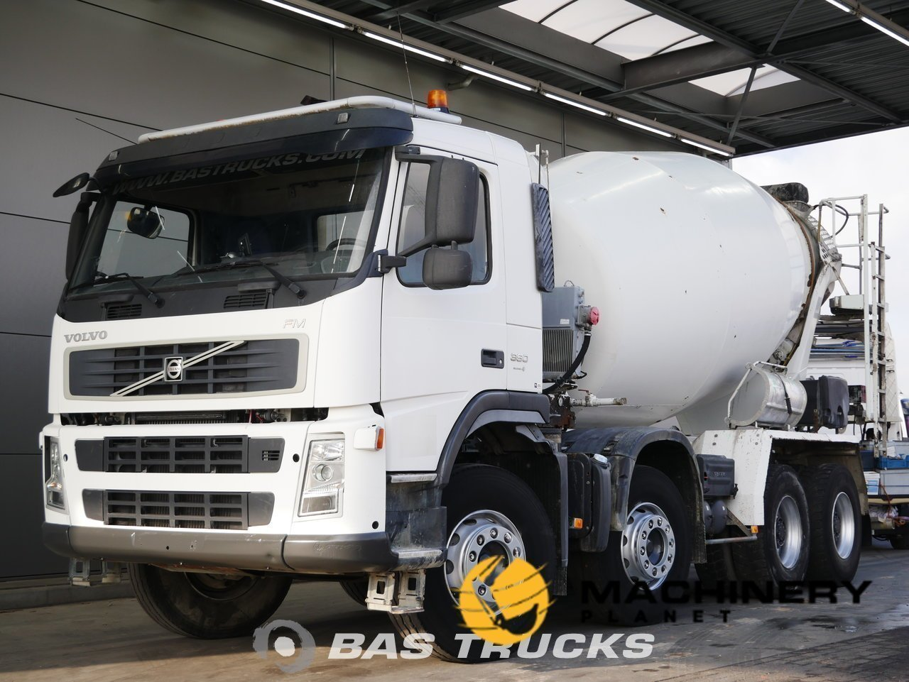 Used-Truck-Volvo-FM9-380-8X4-2007_146470_1-1554097478884_5ca1a546d7c6a-1.jpg
