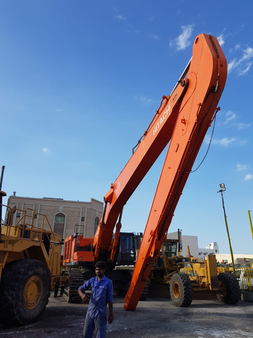 Hitachi,2012 in UAE for sale